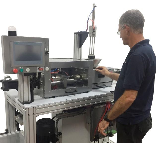 מכונת הזרקה לחומר פולימרי